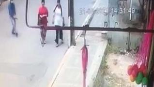 <p>İstanbul Avcılar'da Kader K. adlı şahıs, ayrıldığı eşi Gönül A.'yı bacaklarından vurdu.</p>