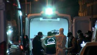 <p>İstanbul Beylikdüzü'nde bir dairede anne ve oğlunun cesetleri, kapısında 'bomba düzeneği var yakl