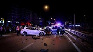 <p>Bursa'da alkollü sürücü, otomobiliyle uygulama noktasına dalarak ikisi polis, 4 kişinin yaralanma