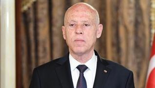 <p>Tunus'ta Cumhurbaşkanı Said, Başbakanı görevden aldı, meclisin yetkilerini dondurdu</p><p>Tunus C