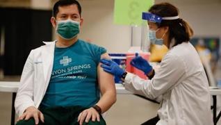 <p>Dünya genelinde 3 milyar 930 milyon dozdan fazla Kovid-19 aşısı yapılırken, Türkiye, toplam aşı s