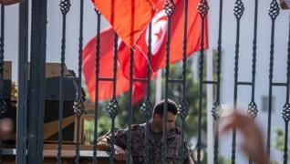 <p>Tunus Cumhurbaşkanı Kays Said'in başbakanı azlederek, Meclis'in çalışmalarını durdurması Arap Bah