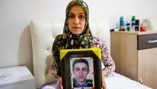 <p>Diyarbakır annelerinden Ayşegül Biçer 3 yıl sonra oğluna kavuşacak olmanın mutluluğunu yaşıyor. D