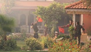 <p>Marmaris'te orman yangınında görevli Azerbaycanlı itfaiyecilerin Türk bayrağı duyarlılığı duygula