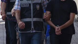 <p>Fetullahçı Terör Örgütü (FETÖ) mensupları şafak vakti güvenlik güçlerinin baskınlarıyla uyandı. A