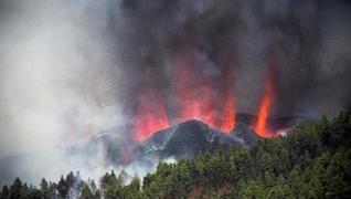 <p>Yarım asırdır uyuyordu. İspanya'ya  ağlı Kanarya Adaları grubunda yanardağ uyandı. Bölge halkı en