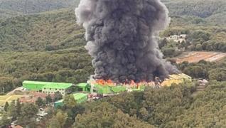 <p>Şile'de elektrik malzemeleri üreten fabrikada henüz belirlenemeyen nedenle yangın çıktı. İki katl