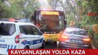 <p>İstanbul Sarıyer'de kayganlaşan  yolda kontrolden çıkan İETT otobüsü 2 otomobile çarptı. İki otom