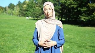 <p>Avrupa'da Müslüman karşıtlığı durmak  bilmiyor. Yine başörtülü bir kadın ırkçı saldırının hedefi