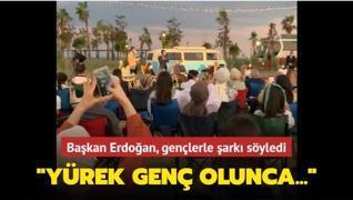 Başkan Erdoğan, gençlerle şarkı söyledi... 'Yürek genç olunca...'