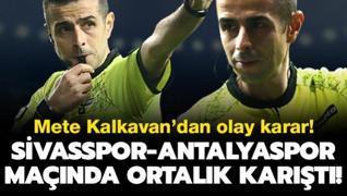 Mete Kalkavan'dan olay karar! Sivasspor-Antalyaspor maçında ortalık karıştı