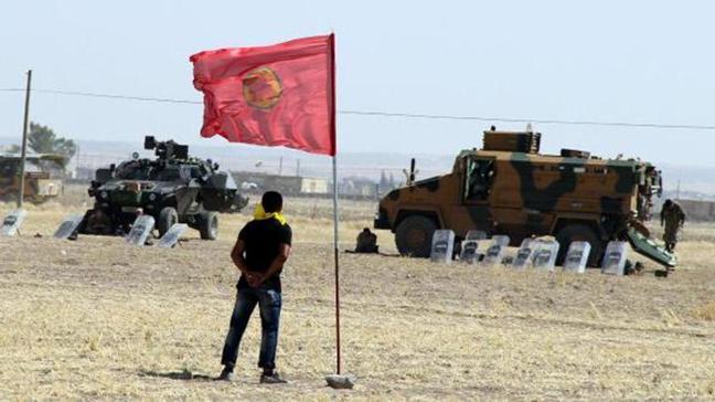 Sınıra PKK bayrağı astılar