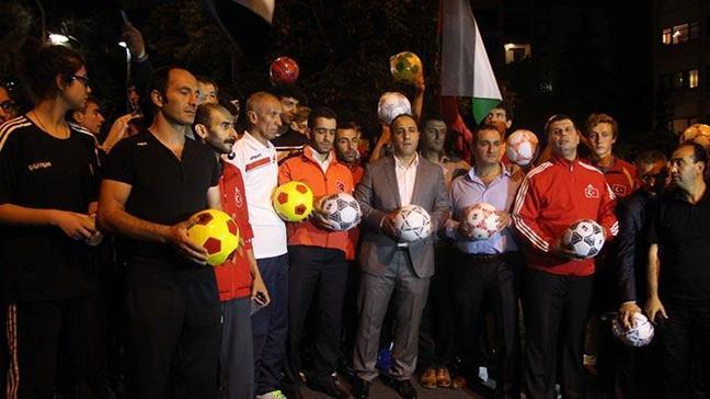 İsrail elçilik konutunu 'topa tuttular'