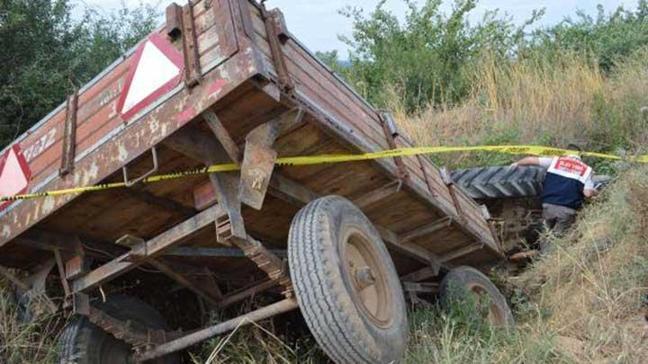 Traktör devrildi: 1 ölü, 9 yaralı