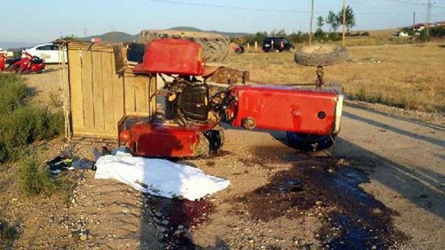 Traktör devrildi: 1 ölü, 2 yaralı