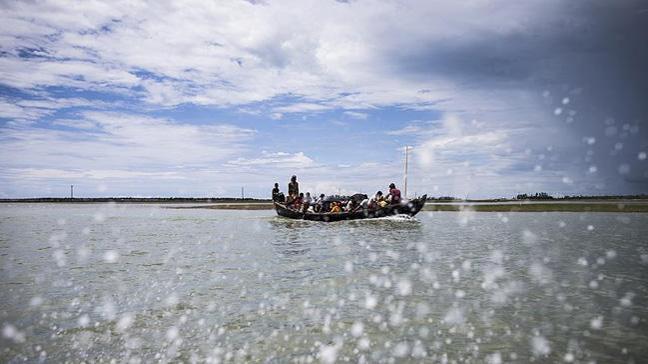 Arakanlı Müslümanları taşıyan tekne alabora oldu