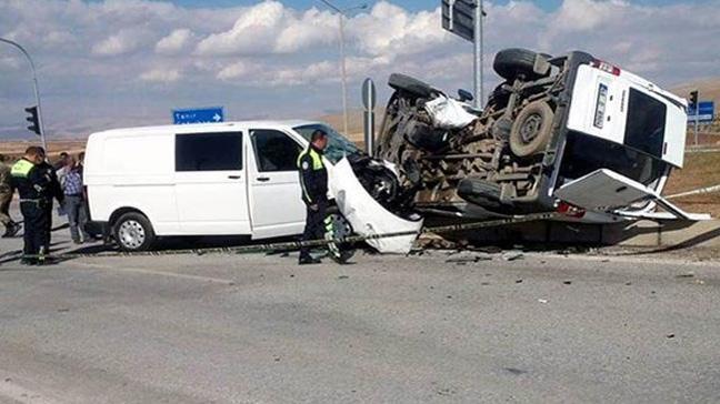 Afşin'de trafik kazası: 4'ü polis, 5 yaralı