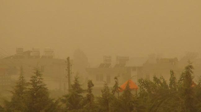 Girit Adasında toz bulutundan etkilenen 30'dan fazla kişi hastaneye kaldırıldı