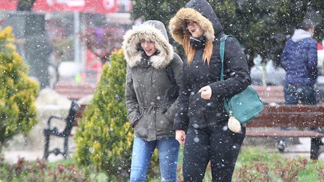 Kar yağışı Kırklareli kent merkezinde de etkili olmaya başladı