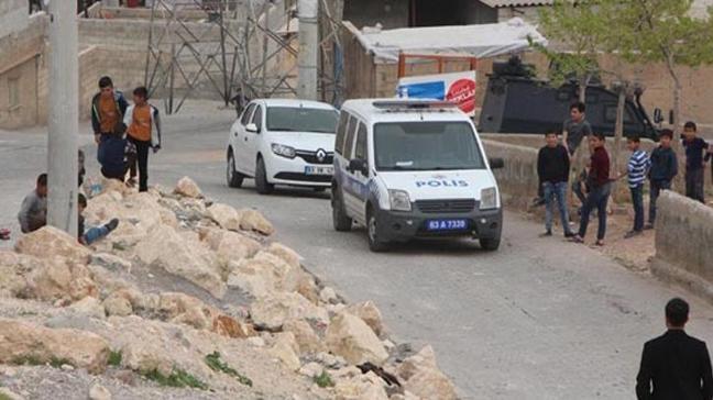 Temizlik görevlisinin dikkatiyle yola tuzaklanan bomba bulundu