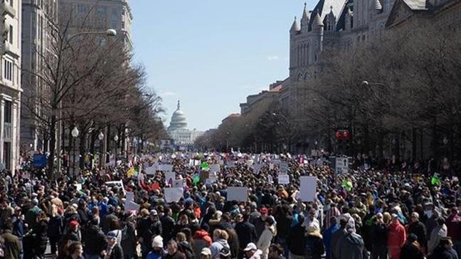 ABD'de insanlar silahlanmaya karşı sokaklara döküldü