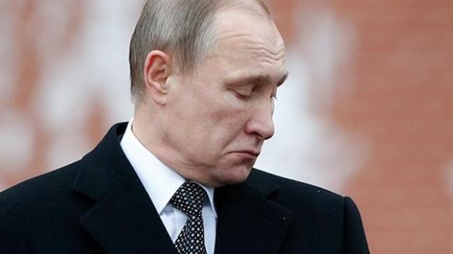 Time yeni sayısının kapağında Putin'i başında taçla gösterdi