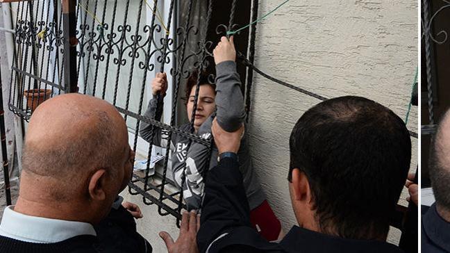 Adana'da kıskandığı için eşi tarafından eve kilitlenen kadını polis kurtardı