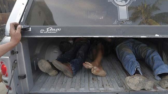 Meksika'da bir kamyonette, kurşunlanarak öldürülen 15 kişinin cesedi bulundu