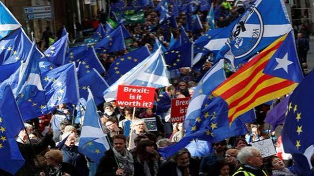 İngiltere'de, İngiltere'nin Avrupa Birliği'nden ayrılmasına (Brexit) karşı çıkanlar gösteri yaptı