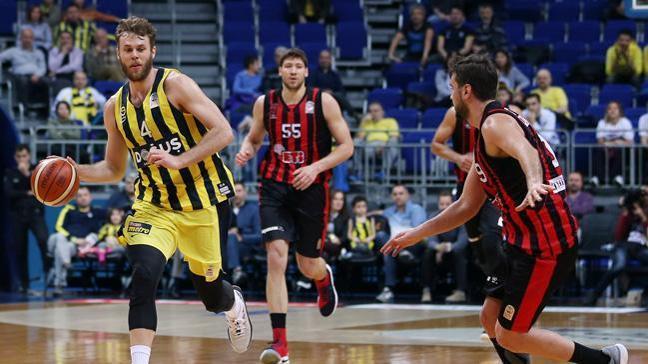 Fenerbahçe Doğuş evinde karşılaştığı Eskişehir Basket'i 79-69 mağlup etti