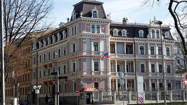 AB ve NATO üyelerinden Rus diplomatları sınır dışı etme kararı
