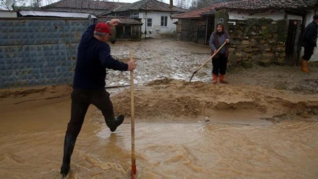 Edirne'de dere taştı, köyü su bastı