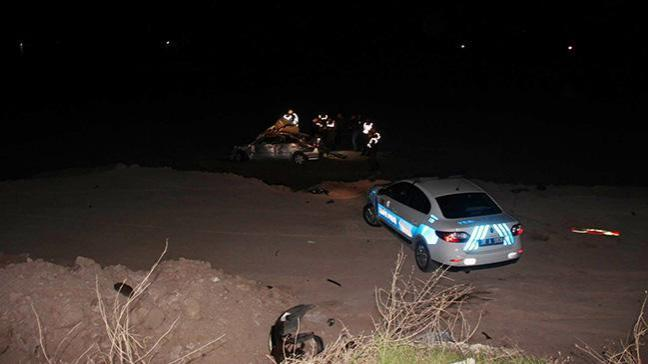 Polis ve askerlerin bulunduğu otomobil şarampole yuvarlandı: 1 şehit