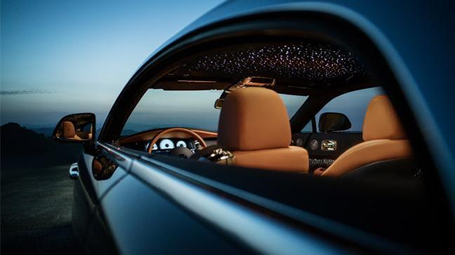 Rolls-Royce Wraith Luminary' koleksiyonu kişiye özel yapılan otomobili en üst seviyeye çıkardı