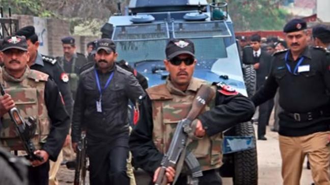 Pakistan'da deponun çatısı çöktü: 7 ölü