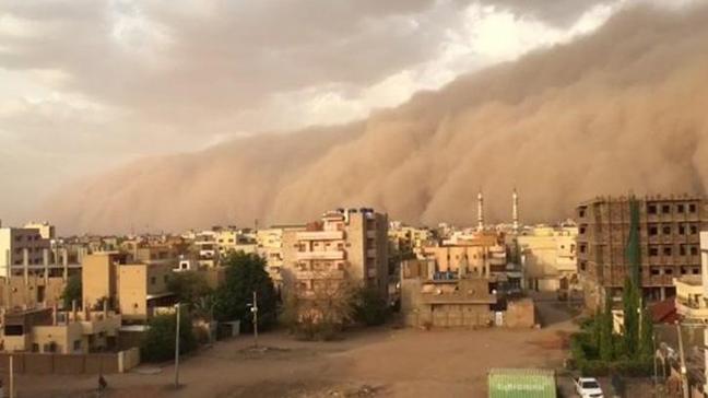 Sudan'da kum fırtınası nedeniyle uçak seferleri iptal edildi