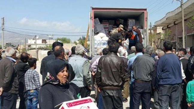 AFAD, Afrinlilere insani yardım malzemesi dağıttı