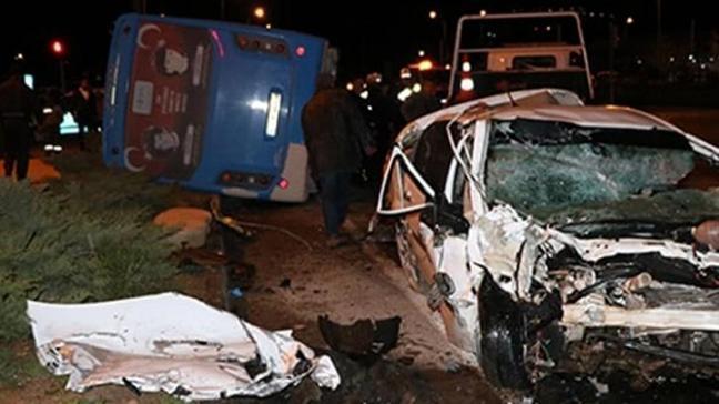 Niğde'de halk otobüsü ile otomobil çarpıştı: 2'si ağır 3 yaralı