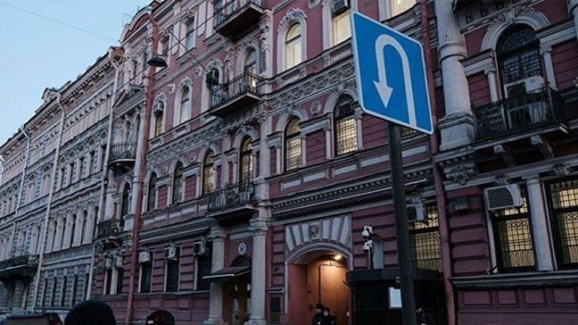 ABD'nin St. Petersburg Başkonsolosluğu binasındaki Amerikan bayrağı söküldü