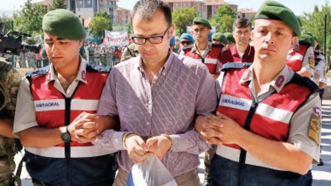 Gülen'in darbe gecesimesaj trafiği deşifre oldu
