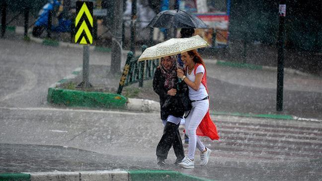 İstanbul'da öğle saatlerinden itibaren kuvvetli yağış bekleniyor