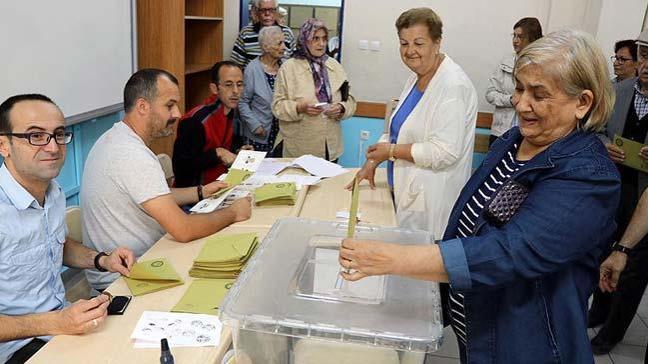 Cumhurbaşkanı ve 27. Dönem Milletvekili Genel Seçimi için Türkiye genelinde oy verme işlemi başladı