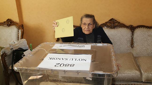 Eskişehir'de seyyar sandıkta ilk oy kullanıldı