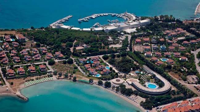 Türkiye'nin önde gelen tatil beldelerinden Çeşme'de plajlar ve oteller seçim dolayısıyla boş kaldı
