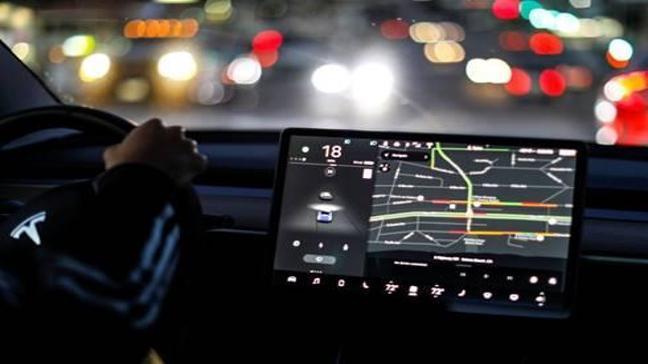 Tesla internet servisi ücretli oluyor