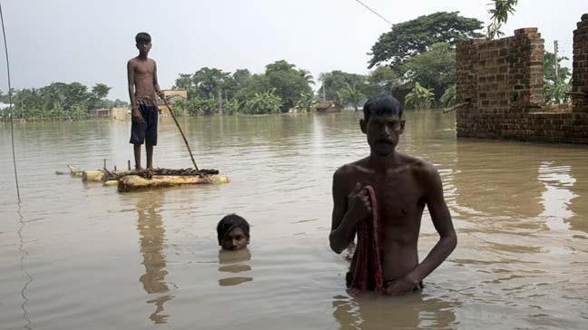 Hindistan'ın Mumbai kenti ve Thane bölgesinde etkili olan aşırı yağışlarda 4 kişi yaşamını yitirdi