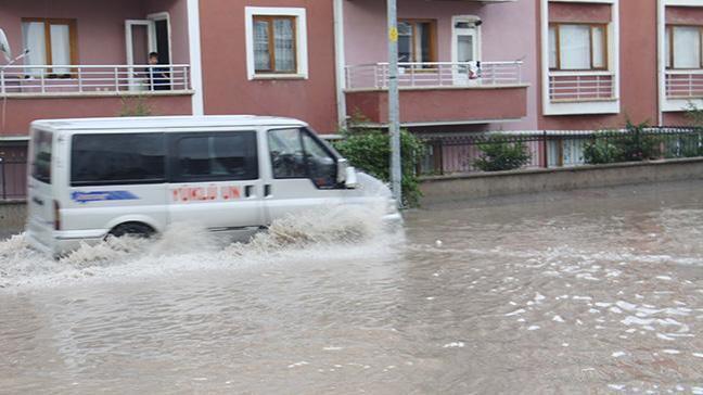 Meteoroloji İstanbul için 17.00-22.00 saatleri arasında yağış uyarısında bulundu