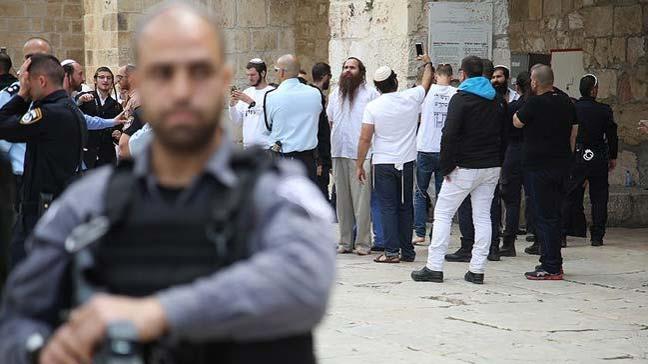İsrail polisi eşliğindeki 112 fanatik Yahudi ile çok sayıda turist Mescid-i Aksa'ya baskın düzenledi