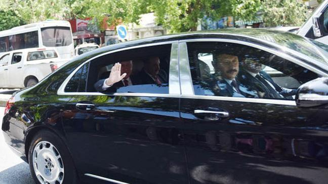 Cumhurbaşkanı Erdoğan yol kenarında onları gördü, konvoyunu durdurdu!