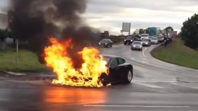 Kazada Tesla'nın bataryası iki kez alev aldı